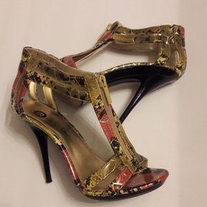 Michael Antonio/ Exotic Print/Zipper Front/Heels